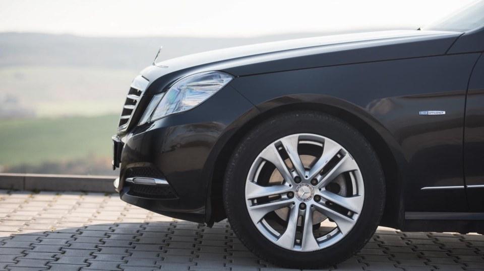 Mercedes-Benz E 220 CDI exteriér 1
