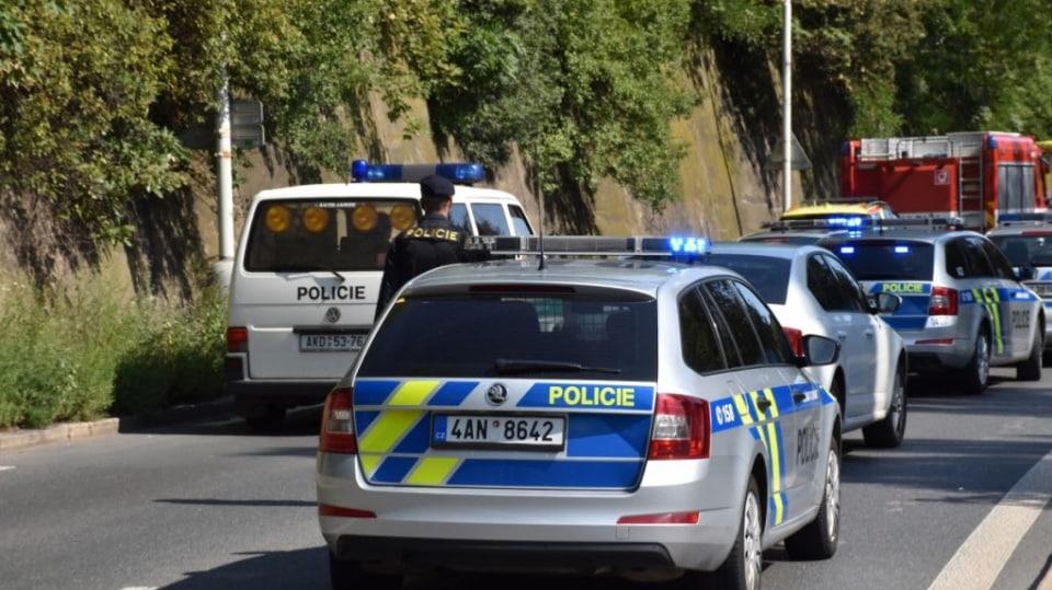 Policie ukázala drsnou honičku v Praze. Agresivní řidič na drogách zničil čtyři auta 1