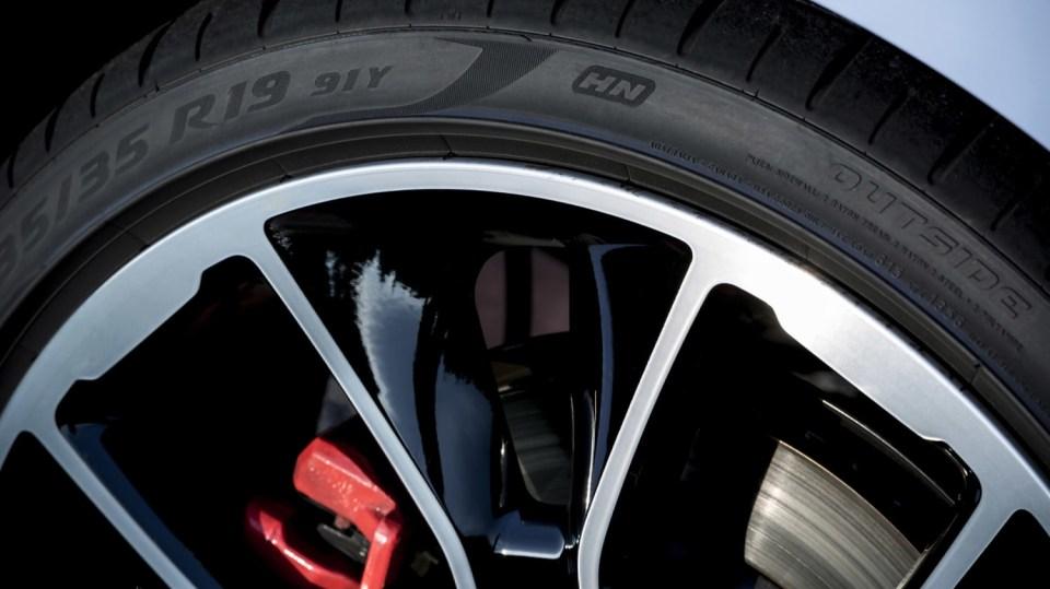 Prohlédněte si ostrý hatchback Hyundai i30 N do detailu. 14