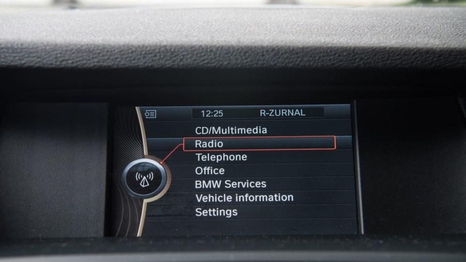 BMW X3 xDrive20d interiér 4