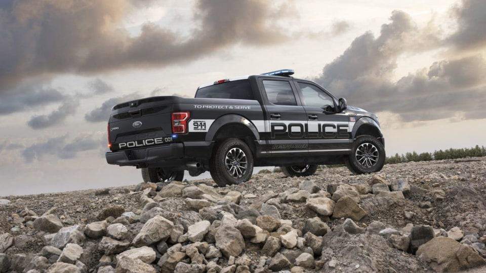 Působivý offroad Ford F-150 v policejním provedení. 5
