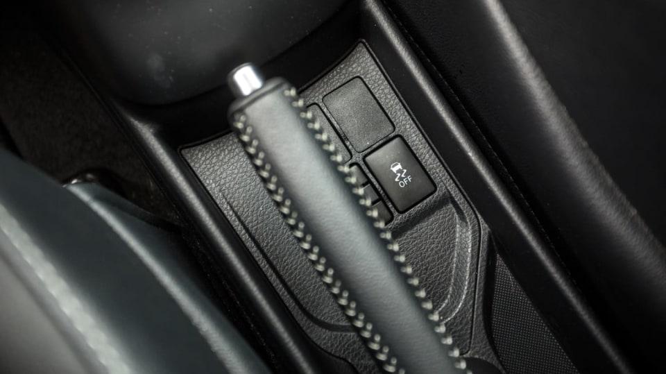 Toyota Yaris 1.5 VVT-iE interiér 13