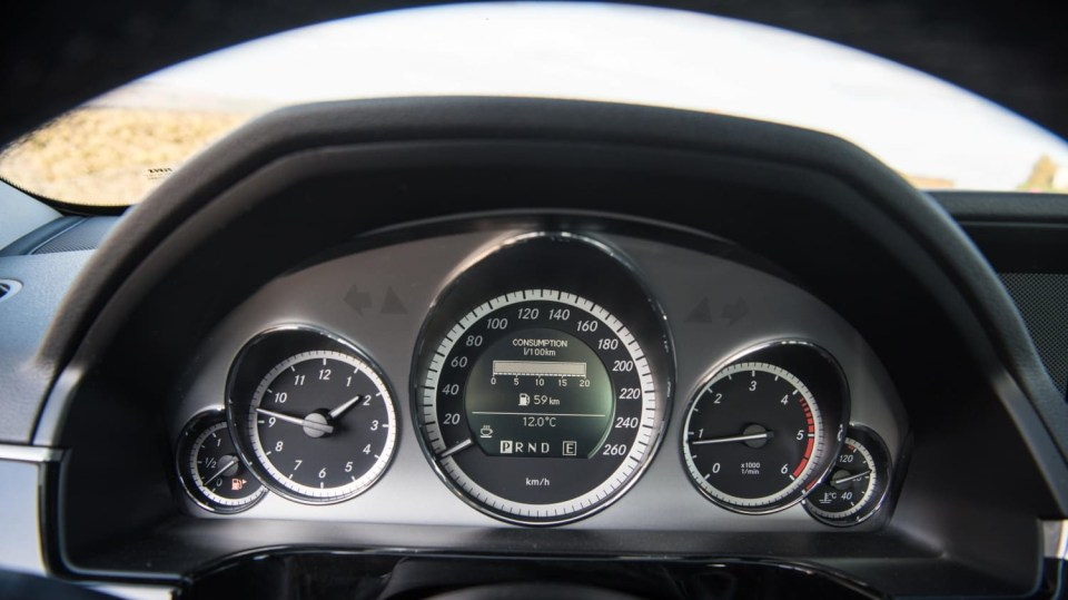 Mercedes-Benz E220 CDI interiér 3
