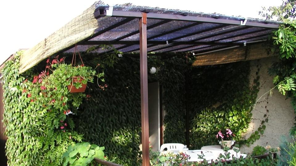 DIY zahradní nábytek: Zastřešená pergola