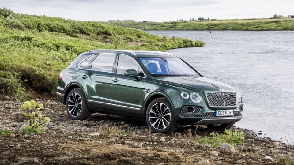 Luxusní dvanáctiválcové SUV Bentley Bentayga. 4