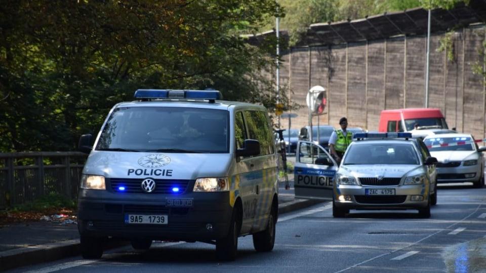 Policie ukázala drsnou honičku v Praze. Agresivní řidič na drogách zničil čtyři auta 12