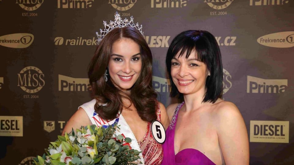 Česká Miss Earth 2014 Nikola Buranská s maminkou