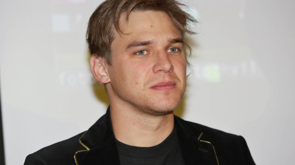 Vojta Dyk se představil jako zpěvák brněnské swingové formace B-Side Band