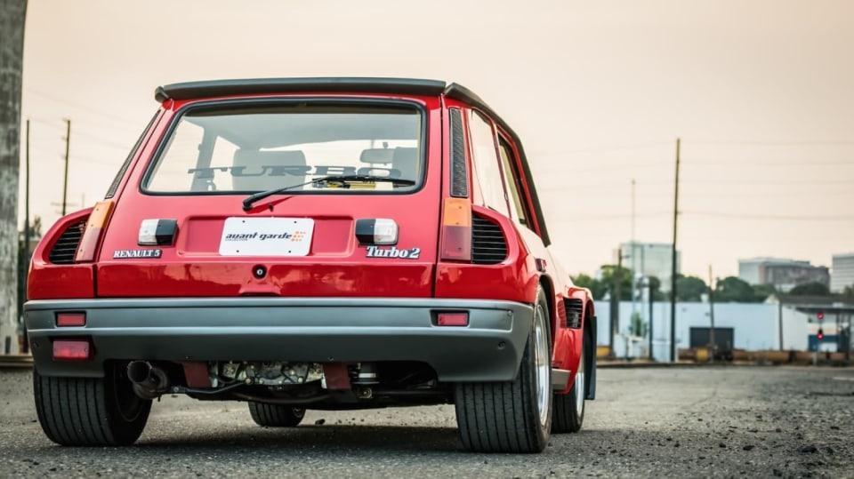 Renault 5 Turbo ve vzácné verzi Evolution. 16