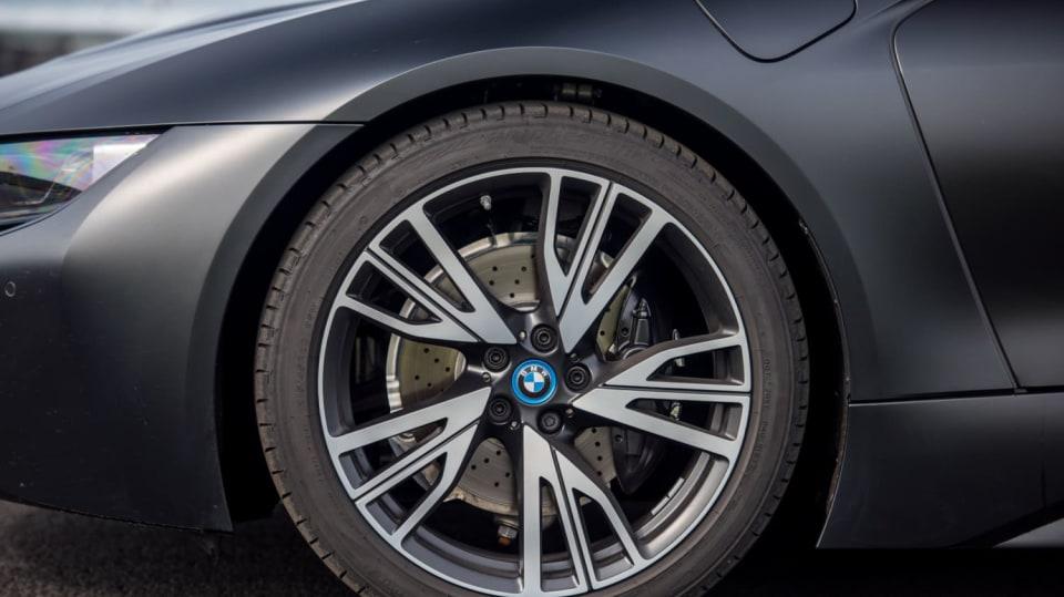 BMW i8 Protonic Frozen v matně černém laku. 16