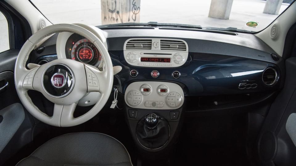 Fiat 500 1.4 16v interiér 5