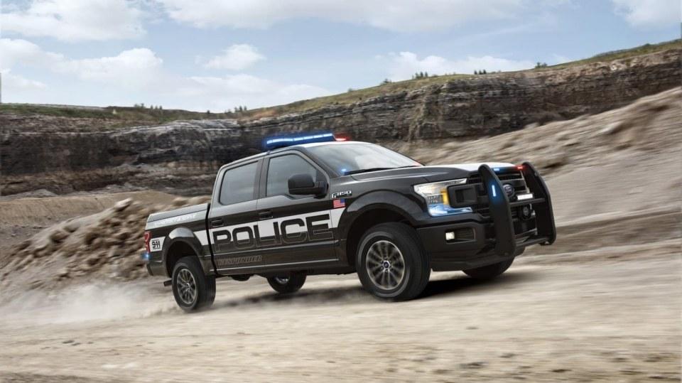 Působivý offroad Ford F-150 v policejním provedení. 1