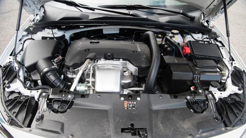 Opel Insignia Grand Sport 2.0 Turbo 4x4 interiér 5