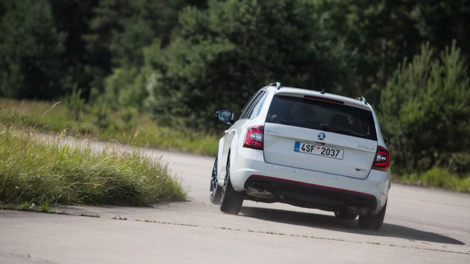 Nová Škoda Octavia RS 245 v pohybu. 5