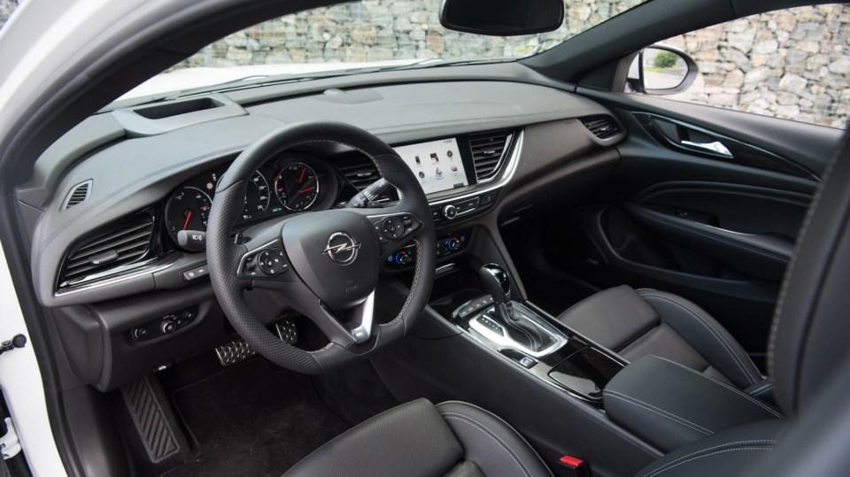 Opel Insignia Grand Sport 2.0 Turbo 4x4 interiér 1