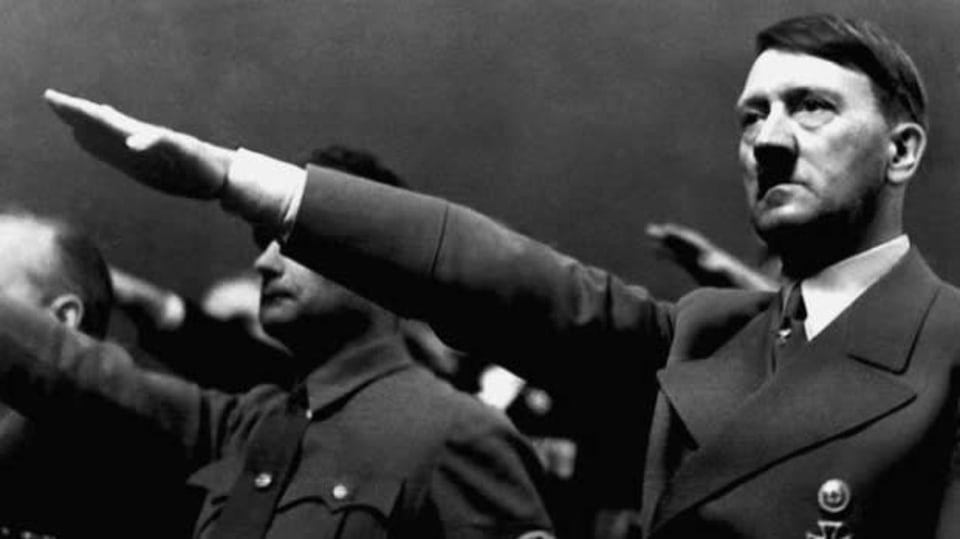Adolf Hitler hajlující