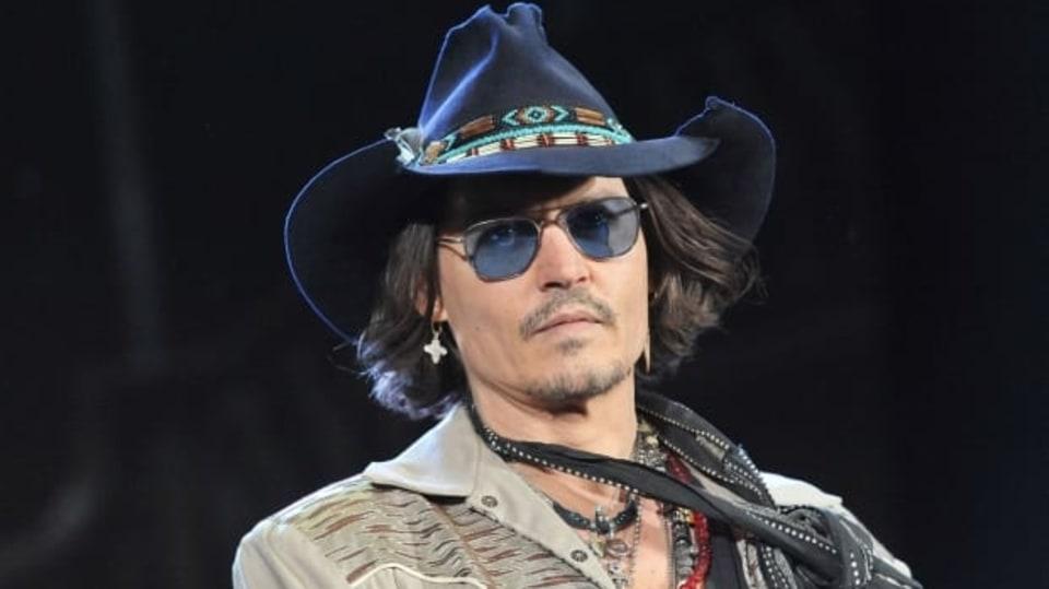 Johnny Depp rád nosí extravagantní oblečení
