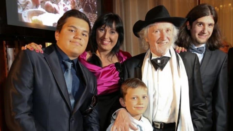 Žaneta Jakubisková s otcem Jurajem, bratrem Jorikem (vpravo) a svými syny