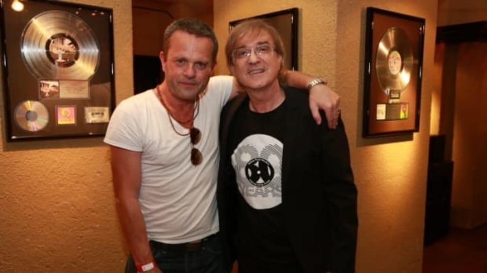 Video VIP zprávy: Miro Žbirka v Hard Rock Café s hudebníkem Robem Cassem (vlevo)