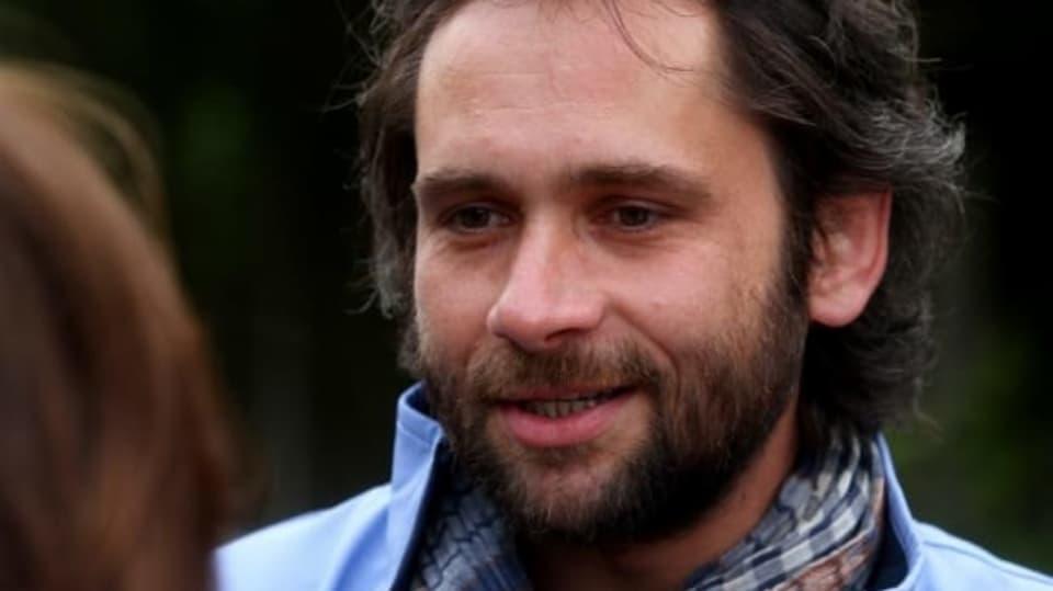 Sváťa Pech (Filip Čapka) je mladší bratr Simony Kenigrové