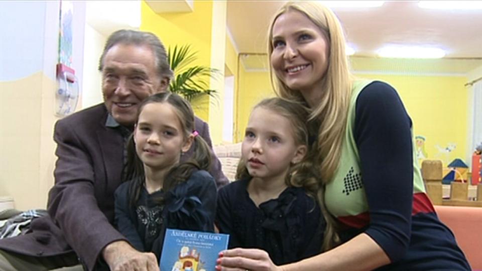 Video VIP zprávy: Karel Gott prorokuje své ženě Ivaně velkou budoucnost