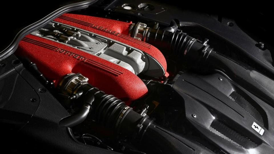 Exkluzivní Ferrari F12 TDF - Obrázek 6