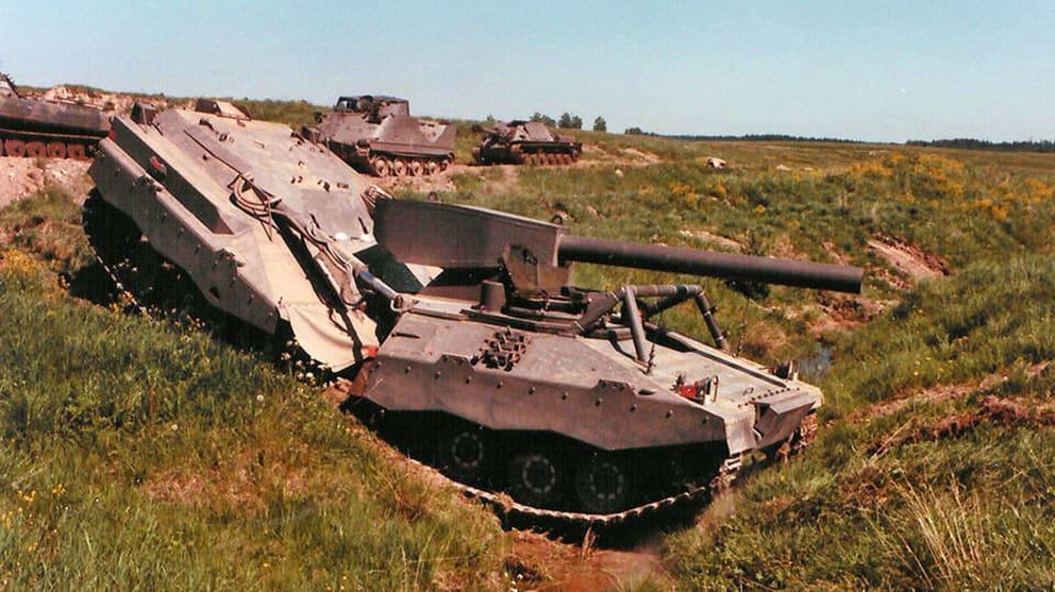 Švédská tanková bizarnost - UDES-XX-20 překonávání příkopu