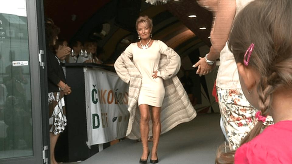 Video VIP zprávy: Herečka Vilma Cibulková is poprvé v životě vyzkoušela roli modelky