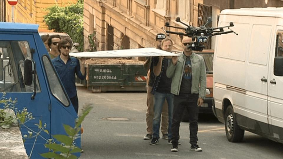 Video VIP zprávy: Skupina Chinaski při natáčení klipu vypustila vrtulník