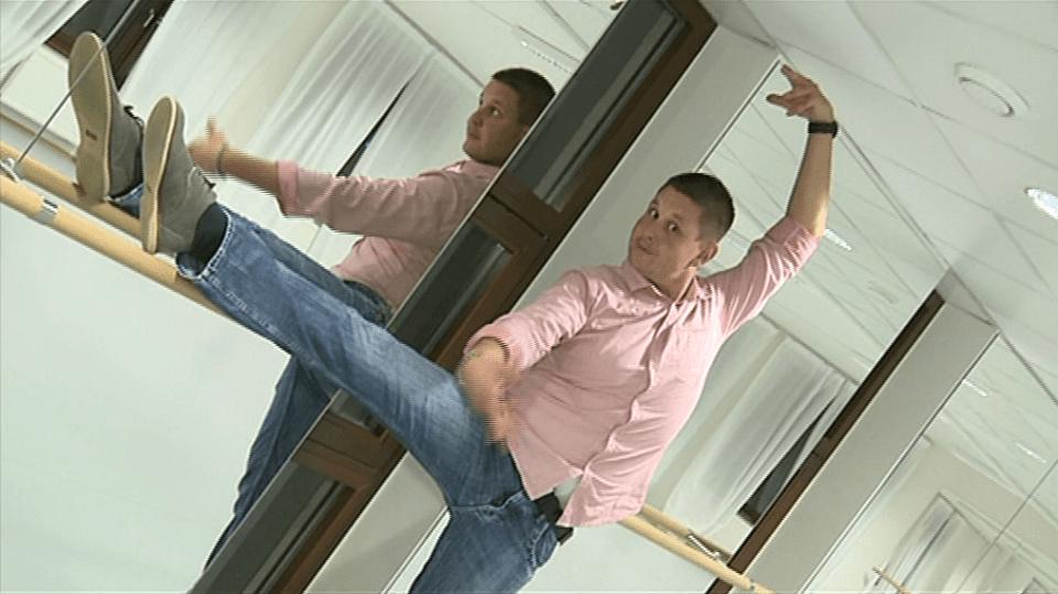 Video VIP zprávy: Herec Michal Novotný zkouší baletit