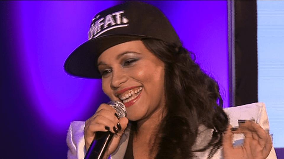 Video VIP zprávy: zpěvačka Tina se poprvé od porodu ukázala na veřejnosti