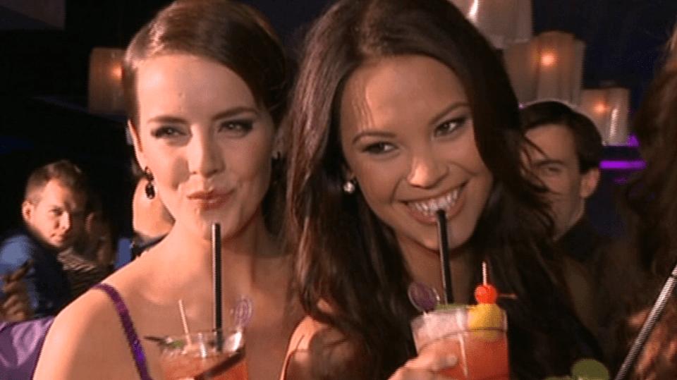 Video VIP zprávy: Miss a s nimi i moderátorka Monika Leová se učily míchat drinky