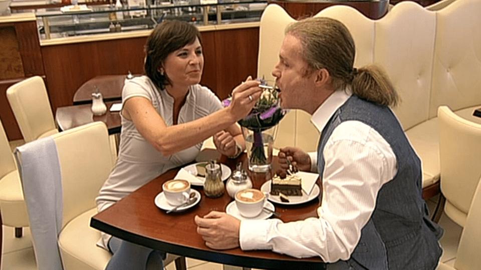 Video VIP zprávy: Pavel Šporcl si s partnerkou Bárou Kodetovou dal výbornou snídani