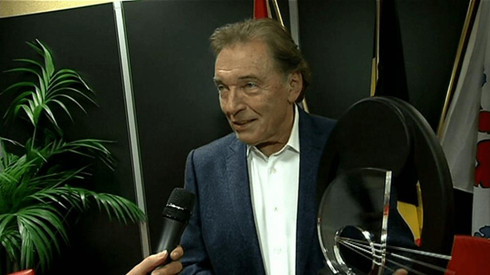 Video VIP zprávy: Karel Gott získal další cenu!