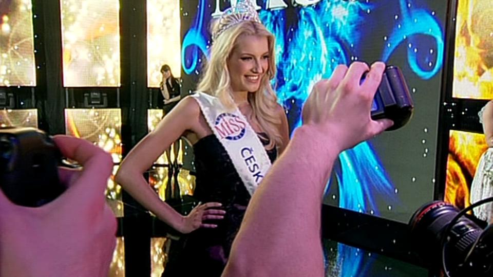 Video VIP zprávy: Přehled slavnostních rób na mezinárodní soutěži