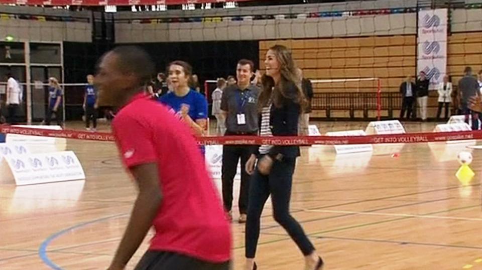 Video VIP zprávy: Odskočila si od malého George, aby si zahrála volejbal