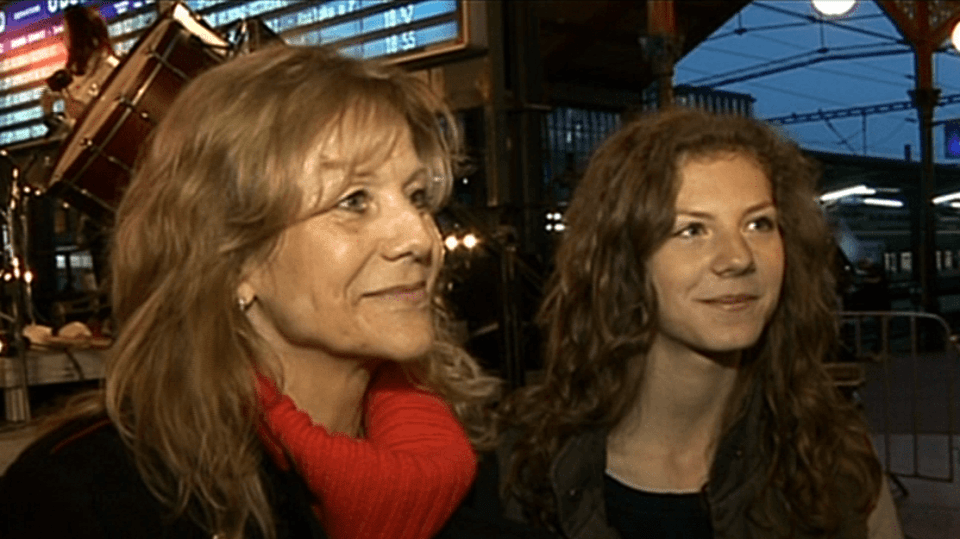 Video VIP zprávy: Lenka Filipová s dcerou koncertovala na vlakovém nádraží