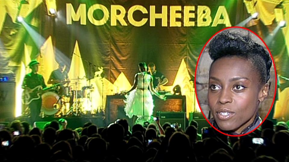 Video VIP zprávy: Skupina Morcheeba měla v Čechách obrovský úspěch. Koncert byl do posledního místa vyprodaný