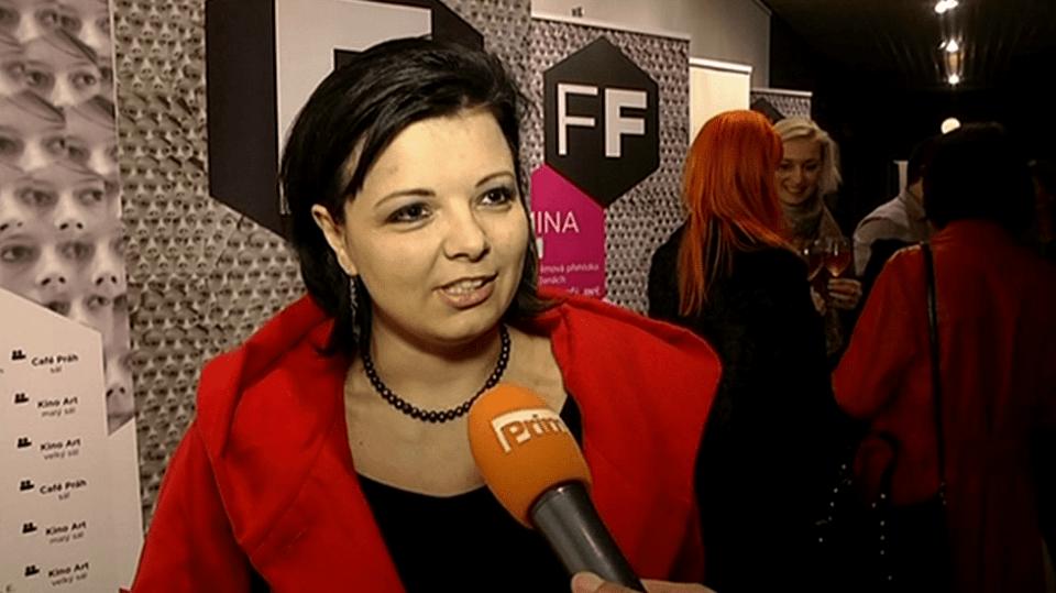 Video VIP zprávy: Silvie Dymáková dostala za svůj film Šmejdi na festivalu Femina film cenu Femina Grande