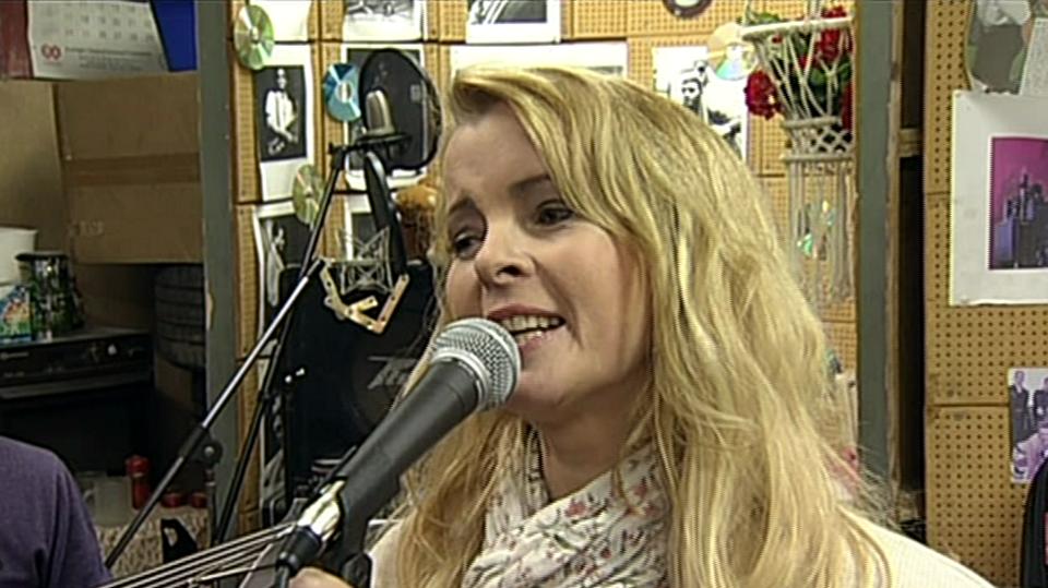 Video VIP zprávy: Iveta Bartošová se dala dohromady a opět začíná zkoušet s kapelou. Jak to asi s jejím comebackem dopadne tentokrát?