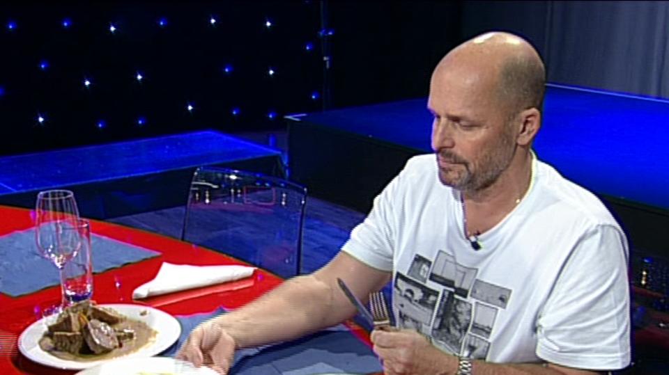 Video VIP zprávy: Pozná Zdeněk Pohlreich, kterou svíčkovou uvařili kuchaři z jeho vlastní restaurace?