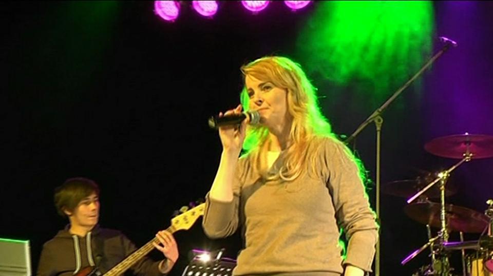 Video VIP zprávy: Iveta Bartošová byla na generálce před svým koncertem ve Svitavách pěkně nervózní