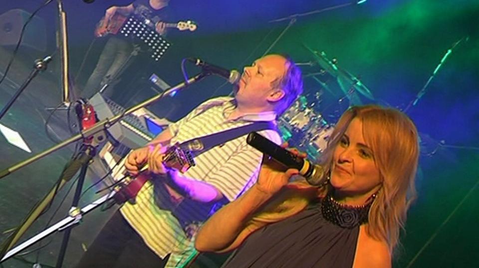 Video VIP zprávy: Iveta Bartošová měla po dlouhé době koncert, kde zpívala naživo. Zvládla to na jedničku