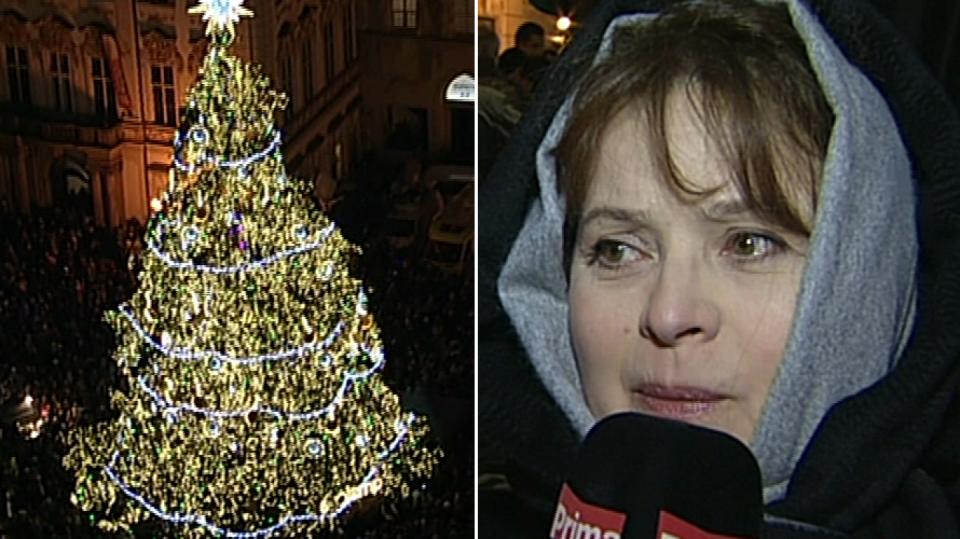 video VIP zprávy: Libuše Šafránková rozsvítila vánoční strom na Staroměstském náměstí v Praze