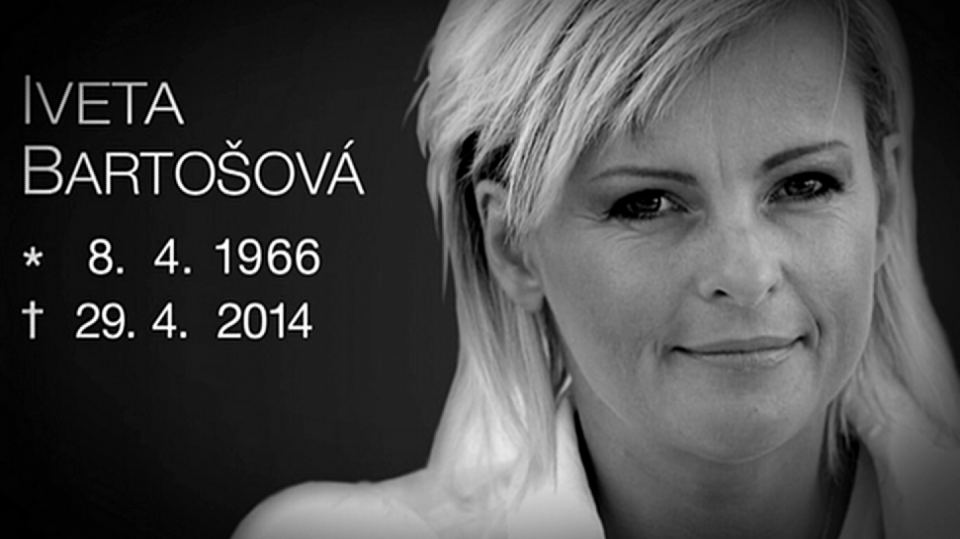 Video VIP zprávy: Iveta Bartošová měla včera odpoledne pohřeb. Snad už konečně bude mít klid