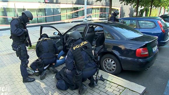 Rozlučka se svobodou - Policie v akci