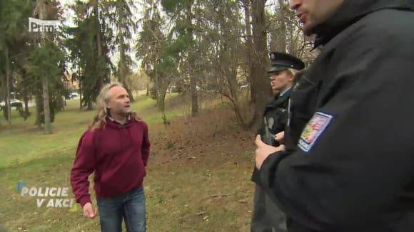 Pes u stromu - Policie v akci