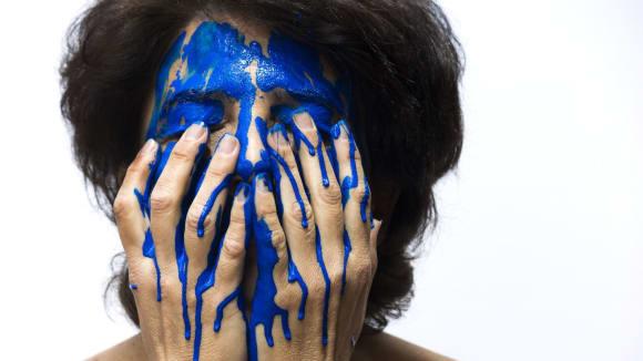 Lhářka klidně bude tvrdit, že roní modré slzy
