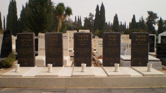 Hroby zabitých sportovců na hřbitově v Mnichově