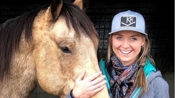 Amber Marshall se svým koněm